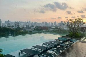 สระว่ายน้ำ Sofitel Bangkok