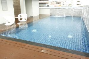 สระว่ายน้ำ W14 Hotel Pattaya