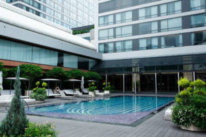 สระว่ายน้ำ Bangkok Marriott Marquis Queen's park