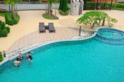 สระว่ายน้ำ Panthercreek Resort